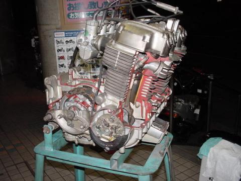CB750K0エンジン カットモデル
